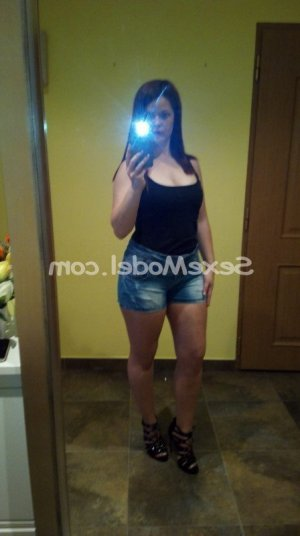 Mailee escorte girl